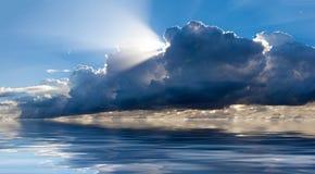 Σχηματισμός σύννεφων επάνω από τον ωκεανό Στοκ φωτογραφία με δικαίωμα ελεύθερης χρήσης