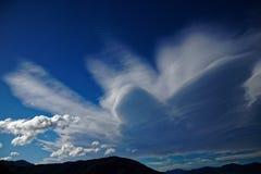 Σχηματισμός σύννεφων πέρα από τους ήχους Marlborough, Νέα Ζηλανδία στοκ εικόνες