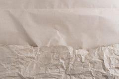 Σχισμένος στο καφετί έγγραφο για το λευκό στοκ εικόνες
