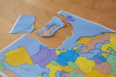Σχισμένος χάρτης εγγράφου που συμβολίζει το UK που αφήνει την Ευρωπαϊκή Ένωση ή το Brexit στοκ φωτογραφία με δικαίωμα ελεύθερης χρήσης