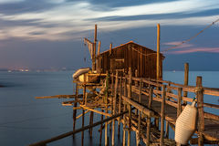 Σχισμές στη θάλασσα, trabucco Termoli στοκ φωτογραφία