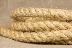 Σχοινί από τα φυσικά κυλημένα ίνες δαχτυλίδια Στοκ φωτογραφία με δικαίωμα ελεύθερης χρήσης