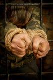 σχοινί ατόμων χεριών που δένεται Στοκ Εικόνα