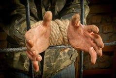 σχοινί ατόμων χεριών που δένεται Στοκ Εικόνες