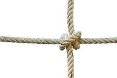 Σχοινί γιούτας με τον κόμβο που απομονώνεται στο άσπρο υπόβαθρο Στοκ Εικόνες