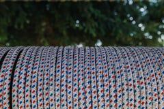 Σχοινί γύρω από το ξύλο στοκ φωτογραφία
