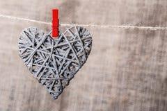 Σχοινί καρδιών clothespin στοκ εικόνα με δικαίωμα ελεύθερης χρήσης