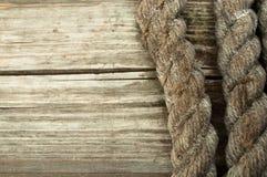 Σχοινί σκαφών και διαστημικό παλαιό ξύλινο υπόβαθρο αντιγράφων Στοκ εικόνες με δικαίωμα ελεύθερης χρήσης