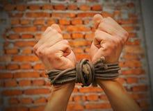 σχοινί χεριών που εμπλέκε& Στοκ εικόνα με δικαίωμα ελεύθερης χρήσης