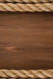 Σχοινιά σκαφών στο ξύλινο υπόβαθρο στοκ φωτογραφίες
