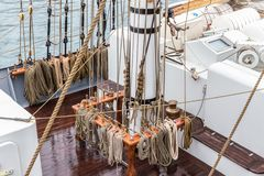 Σχοινιά στον ιστό για τη ναυσιπλοΐα Στοκ Φωτογραφία