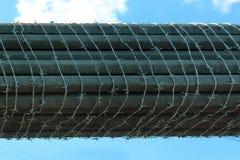 Σχοινιά χάλυβα της καλώδιο-μένοντης γέφυρας, που τυλίγονται με οδοντωτό - καλώδιο Στοκ Εικόνες