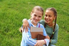 σχολείο κοριτσιών βιβλί&om Στοκ Φωτογραφίες