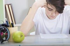 Σχολείο με τη μελέτη στο σπίτι στοκ φωτογραφία με δικαίωμα ελεύθερης χρήσης