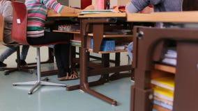 Σχολικά γραφεία τάξεων απόθεμα βίντεο