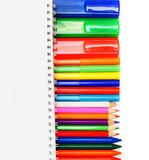 Σχολικά εξαρτήματα στην άσπρη ανασκόπηση. Στοκ εικόνες με δικαίωμα ελεύθερης χρήσης
