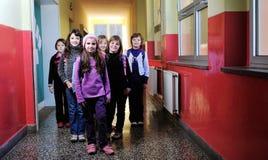 Σχολικά κορίτσια που τρέχουν μακριά Στοκ φωτογραφίες με δικαίωμα ελεύθερης χρήσης
