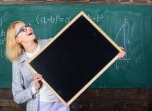 Σχολικές πρόγραμμα και πληροφορίες Πληροφορίες Hometask Ο δάσκαλος παρουσιάζει σχολικές πληροφορίες Θυμηθείτε αυτές τις πληροφορί στοκ φωτογραφία