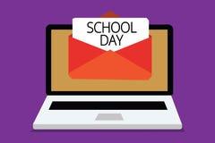 Σχολική ημέρα γραψίματος κειμένων γραφής Οι ενάρξεις έννοιας έννοιας από επτά ή οκτώ AM σε τρία μ.μ. παίρνουν τη διδάσκω? εκεί λή ελεύθερη απεικόνιση δικαιώματος