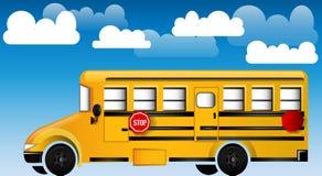 Σχολικό λεωφορείο με τη νεφελώδη ανασκόπηση Στοκ φωτογραφίες με δικαίωμα ελεύθερης χρήσης