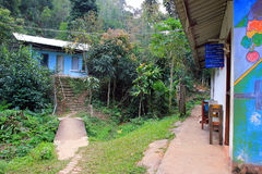 Σχολείο στο χωριό της ανατολικής Ασίας στο δάσος της Ταϊλάνδης Στοκ Φωτογραφίες
