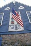 1832 σχολείο Stockton με τη αμερικανική σημαία, Stockton, NJ Στοκ φωτογραφία με δικαίωμα ελεύθερης χρήσης