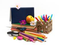 Σχολικά αντικείμενα και μήλο. Ημέρα δασκάλων  Στοκ Εικόνες