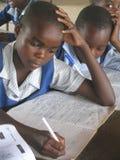 Σχολικά κορίτσια που γράφουν στην κατηγορία Στοκ Φωτογραφία