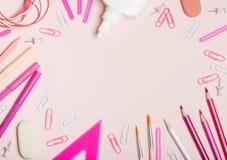 Σχολικές προμήθειες κοριτσιών ` Στοκ εικόνες με δικαίωμα ελεύθερης χρήσης