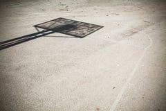 σχολικός αθλητισμός παιδικών χαρών έννοιας καλαθοσφαίρισης στοκ εικόνα με δικαίωμα ελεύθερης χρήσης