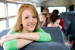 Σχολικό λεωφορείο: Γυναίκα σπουδαστής που κλίνει στο κάθισμα Στοκ φωτογραφία με δικαίωμα ελεύθερης χρήσης