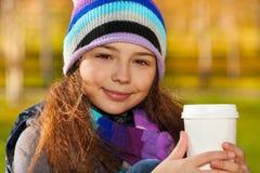 Σχολικό κορίτσι με τον καφέ Στοκ Εικόνες