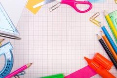 Σχολικό υπόβαθρο με το ζωηρόχρωμο πλαίσιο εξαρτημάτων Στοκ Εικόνα
