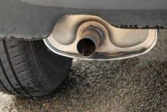 Σωλήνας εξάτμισης ενός αυτοκινήτου στοκ εικόνες με δικαίωμα ελεύθερης χρήσης