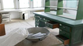 Σωλήνες δοκιμής στο εγκαταλειμμένο νοσοκομείο, απόθεμα βίντεο
