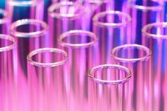 Σωλήνες εργαστηριακών τεστ στο ερευνητικό εργαστήριο επιστήμης Στοκ φωτογραφίες με δικαίωμα ελεύθερης χρήσης