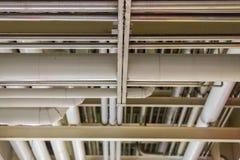 Σωλήνες στο βιομηχανικό εργαστήριο Στοκ εικόνες με δικαίωμα ελεύθερης χρήσης