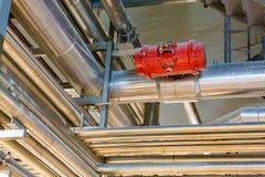 Σωλήνες στο βιομηχανικό εργαστήριο Στοκ εικόνα με δικαίωμα ελεύθερης χρήσης