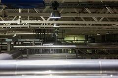 Σωλήνες στο βιομηχανικό εργαστήριο Στοκ Φωτογραφία