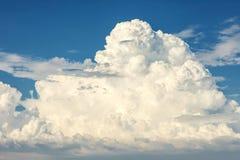 σωρείτης σύννεφων ογκώδη&sig Στοκ Φωτογραφία