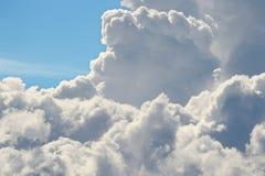 Σωρείτης Cloudscape ενάντια στο μπλε ουρανό στοκ φωτογραφίες
