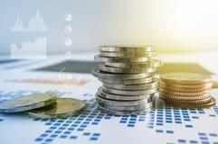 Σωροί νομισμάτων σε χαρτί της οικονομικής γραφικής παράστασης Εικονίδια γραφικής παράστασης, worldwi Στοκ εικόνα με δικαίωμα ελεύθερης χρήσης