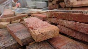 Σωροί του κόκκινου γκρι τούβλων που ραγίζονται Στοκ φωτογραφίες με δικαίωμα ελεύθερης χρήσης