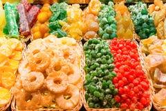 Σωροί των γλυκών φρούτων καραμελών στοκ φωτογραφίες