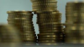 Σωροί των νομισμάτων που περιστρέφονται γύρω, ανταλλαγή νομίσματος, οικονομική επένδυση, πλούτος απόθεμα βίντεο