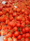 Σωροί των ντοματών στην ισπανική αγορά τροφίμων Στοκ φωτογραφίες με δικαίωμα ελεύθερης χρήσης
