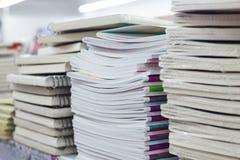Σωροί των σημειωματάριων στην κινηματογράφηση σε πρώτο πλάνο καταστημάτων τμημάτων του Ανωτάτου Δικαστηρίου Στοκ Φωτογραφίες