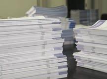 Σωροί των τευχών φυλλάδιων στοκ φωτογραφία