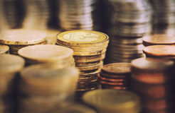 Σωροί των χρυσών ευρο- νομισμάτων Στοκ εικόνες με δικαίωμα ελεύθερης χρήσης