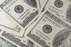 Σωρός εκατό λογαριασμών δολαρίων στοκ φωτογραφία με δικαίωμα ελεύθερης χρήσης